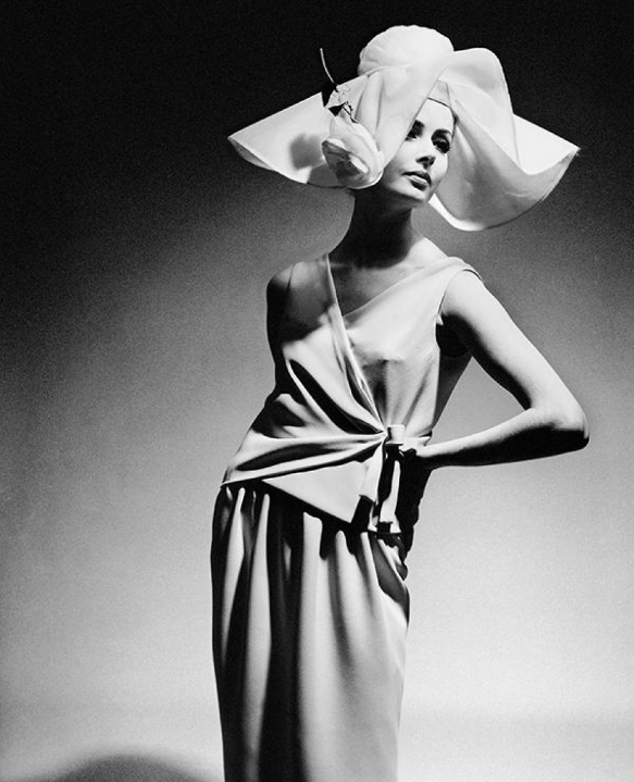 Cocktail dress, Foto F.C. Gundlach