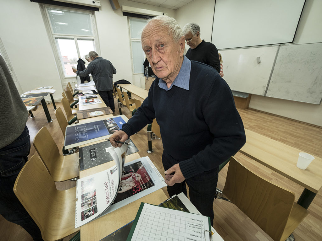 Vladislav Najbrt, autor soutěže při posuzování příspěvků v roce 2017. Foto: Petr Šálek