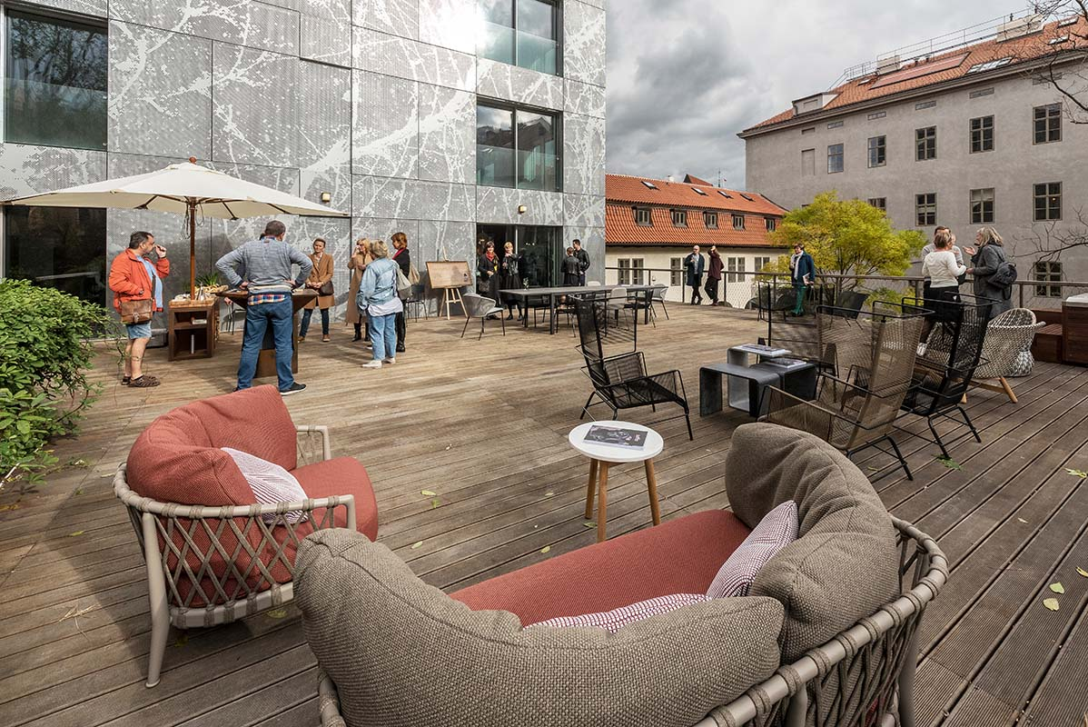 Projekt Canapé v Obecním dvoře propojil design s dějištěm Foglarových Stínadel