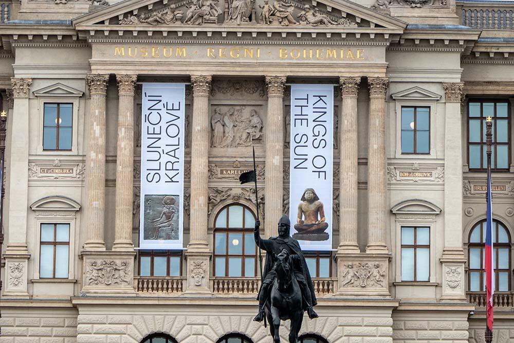 Sluneční králové vNárodním muzeu